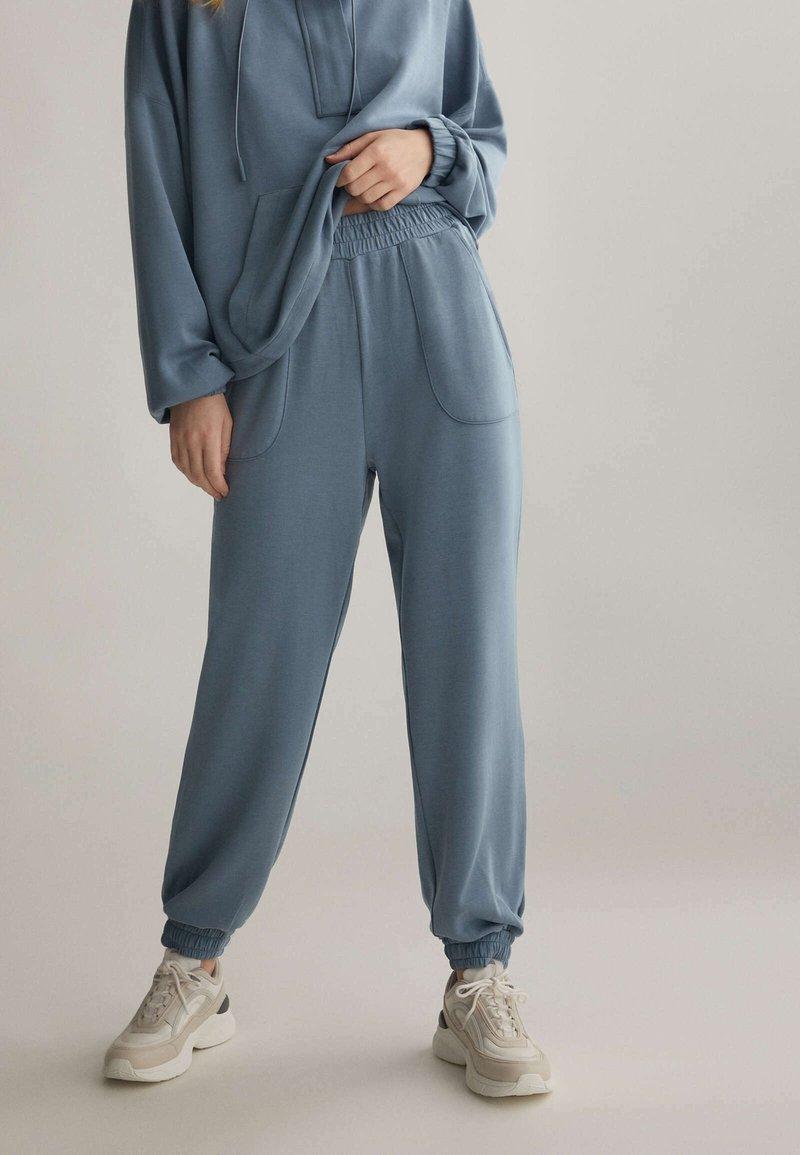 OYSHO - Teplákové kalhoty - blue