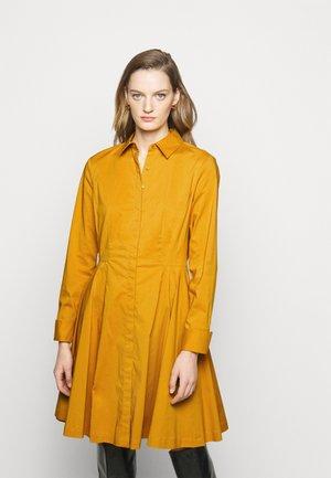 EXCLUSIVE BLOUSE DRESS - Shirt dress - gold