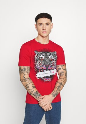 SAVAGE TEE - Print T-shirt - red