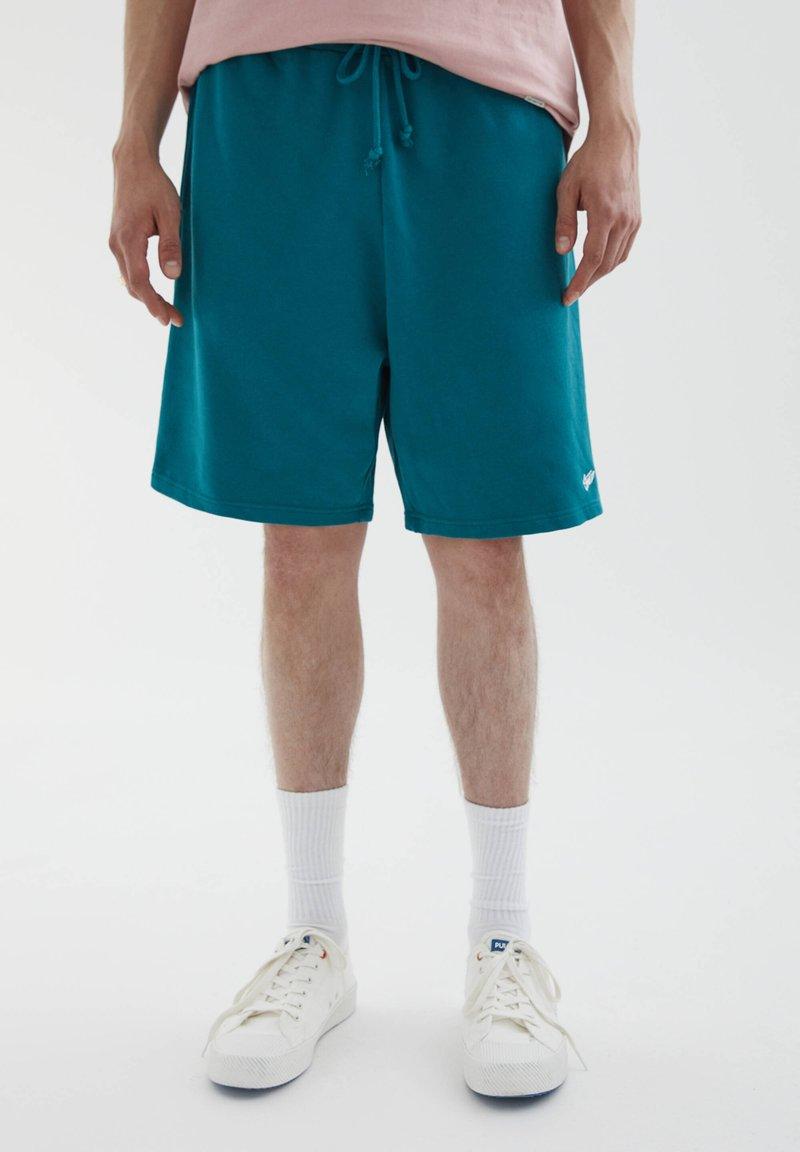 PULL&BEAR - Shorts - green