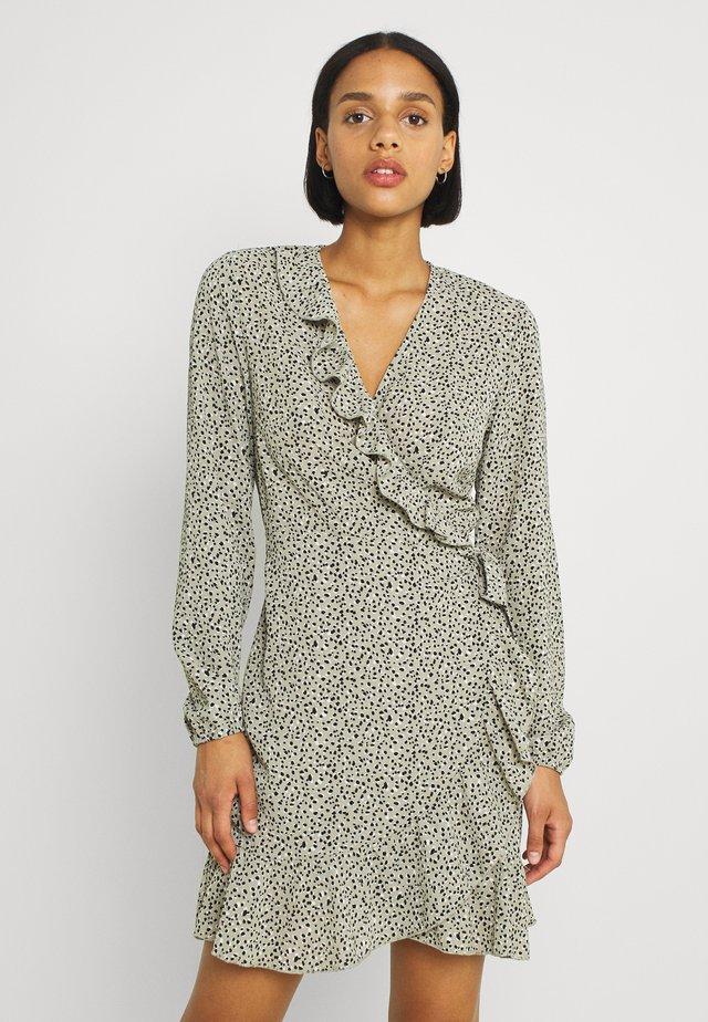 ONLCARLY WRAP SHORT DRESS - Vestito estivo - seagrass
