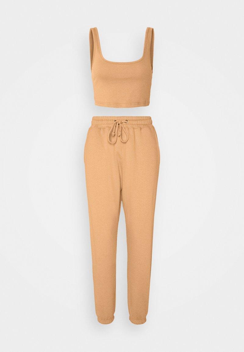 Missguided - SCOOP NECK BRALET 90'S SET - Teplákové kalhoty - camel
