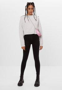 Bershka - MIT SEHR HOHEM BUND  - Jeans Skinny Fit - black - 1