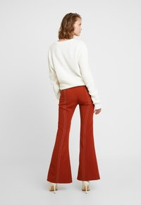Foxiedox - SPLIT PANTS - Stoffhose - clay - 3