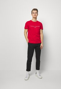 Tommy Hilfiger - LOGO TEE - Print T-shirt - red - 1