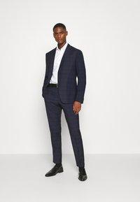 Calvin Klein Tailored - TELA CHECK NATURAL SUIT - Traje - blue - 1