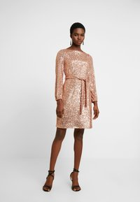 Dorothy Perkins - SEQUIN LONG SLEEVE FIT AND FLARE - Juhlamekko - rose gold - 2