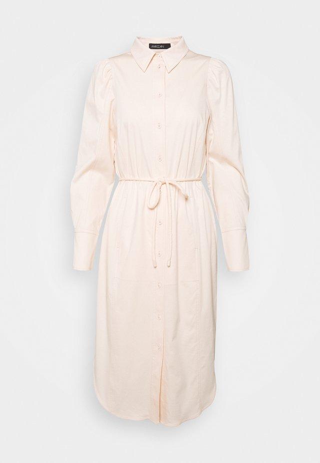Denní šaty - pale skin