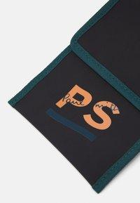PS Paul Smith - EXCLUSIVE NECK WALLET - Peněženka - black - 5