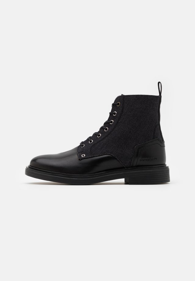 VACUM BOOT - Stivaletti stringati - black