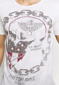 Key Largo - LUCKY ROUND - Print T-shirt - offwhite/anthrazit - 5