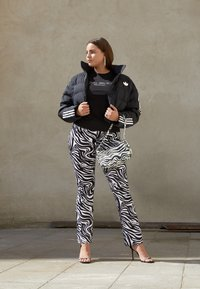adidas Originals - SHORT PUFFER - Veste d'hiver - black - 1