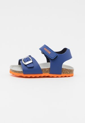 CHALKI BOY - Sandals - royal/orange