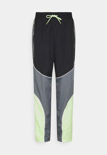 FLY PANT - Teplákové kalhoty - smoke grey/black/barely volt