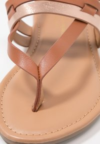 Dorothy Perkins Wide Fit - WIDE FIT FUTURE - tåsandaler - tan/gold - 2