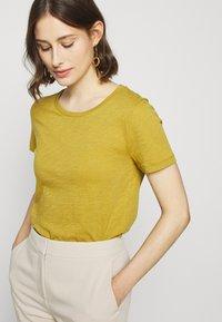 J.CREW - VINTAGE CREWNECK TEE - Basic T-shirt - bronzed olive - 3