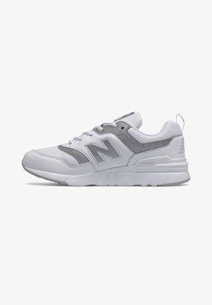 Baskets basses - munsell white/silver