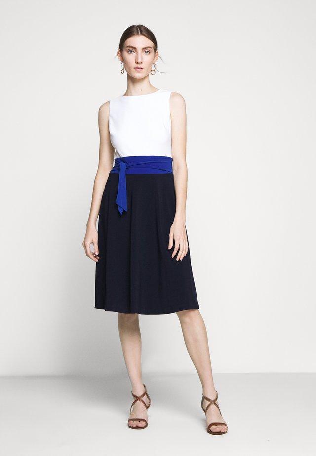 BONDED TONE DRESS - Vestito di maglina - navy/summer