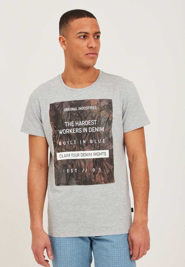 T-shirt con stampa - stone mix