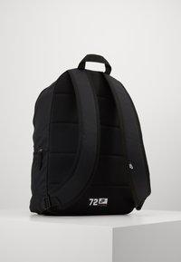 Nike Sportswear - AIR HERITAGE - Mochila - black/black/silver pine - 2
