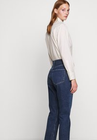 Agolde - REMY - Jeansy Straight Leg - blue denim - 3