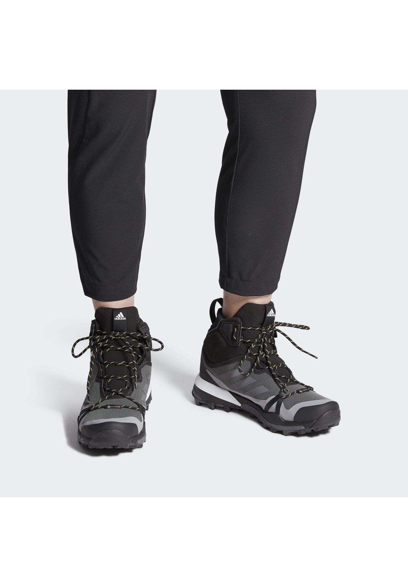 adidas Performance - TERREX SKYCHASER GORE-TEX BOOST HIKING SHOES - Fjellsko - grey