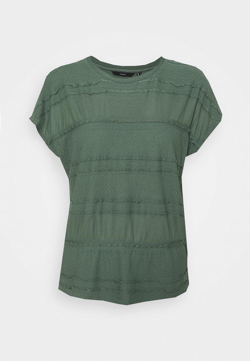 Vero Moda - VMFAIZAAVA - Print T-shirt - laurel wreath