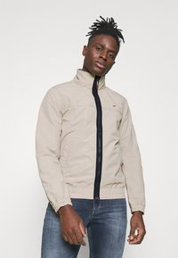 Tommy Jeans - ESSENTIAL CASUAL  - Tunn jacka - beige - 0