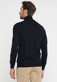 Lyle & Scott - GOLF QUARTER ZIP - Strickpullover - navy - 2