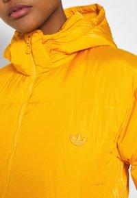 adidas Originals - WINTER REGULAR JACKET - Dunjakke - active gold - 5