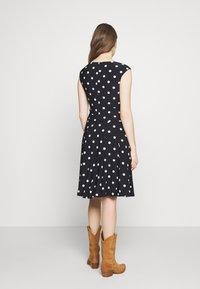 Lauren Ralph Lauren - PRINTED MATTE DRESS - Jersey dress - navy - 2