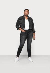 ONLY Carmakoma - CARVICKY LIFE - Jeans Skinny Fit - grey denim - 1
