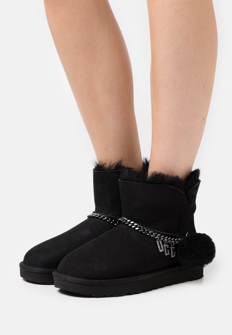 UGG - CLASSIC CHARM MINI - Classic ankle boots - black