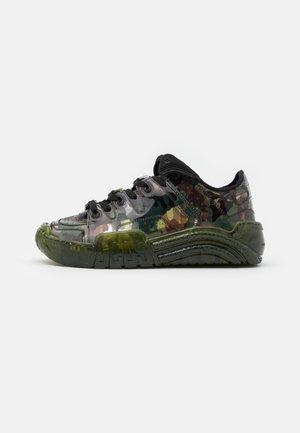 CAMO TRANSPARENT - Sneaker low - khaki