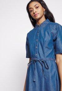 JDY - JDYROGER - Sukienka jeansowa - medium blue denim - 4