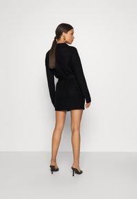 Missguided Petite - BASIC DRESS WITH BELT - Robe fourreau - black - 2