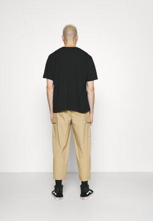 RELAXED FIT TEE BABYTAB - T-shirt imprimé - black/white
