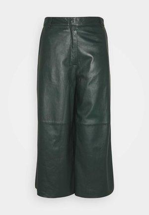 MEGHAN - Leren broek - dark green