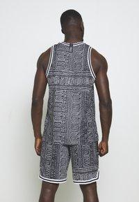 Nike Performance - DRY CITY EXPLORATION SEASONAL - Sports shirt - black/white - 2