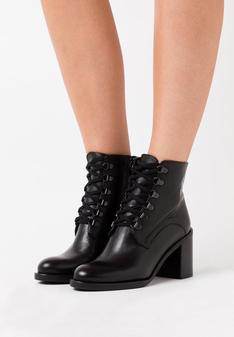 Alberto Zago - Lace-up ankle boots - nero