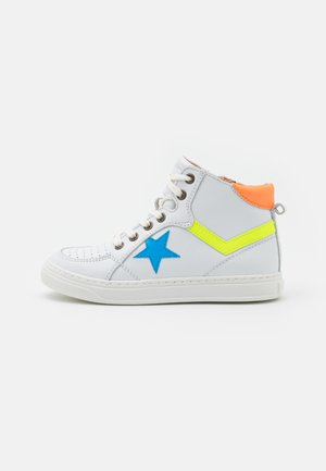 ISAK - High-top trainers - white/orange