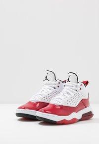 Jordan - MAXIN 200 - Basketbalové boty - white/black/gym red - 3