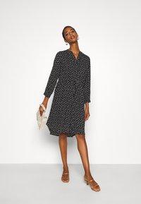 Selected Femme Tall - SLFDAMINA 7/8 DRESS - Hverdagskjoler - black - 1