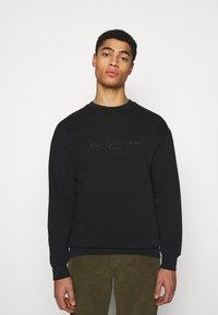 Han Kjøbenhavn - ARTWORK CREW - Sweatshirt - faded black - 0
