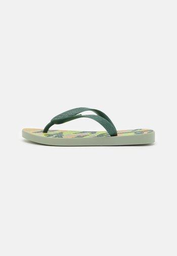 CLASSIC IX KIDS - Pool shoes - green/beige
