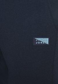 Jack & Jones - JJIWILL JJCARLING PANTS - Tracksuit bottoms - navy blazer - 4