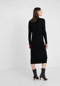pure cashmere - CREW NECK DRESS - Pletené šaty - black - 2