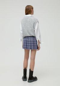 PULL&BEAR - MIT KELLERFALTEN - Áčková sukně - dark grey - 2