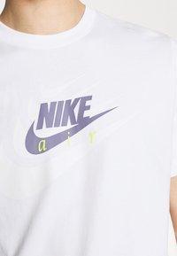 Nike Sportswear - TEE MULTIBRAND - T-shirt med print - white - 3