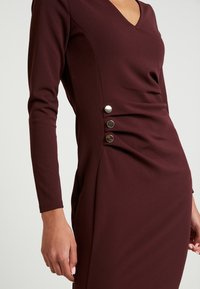 Dorothy Perkins - BUTTON DETAIL BODYCON - Etuikleid - oxblood - 4